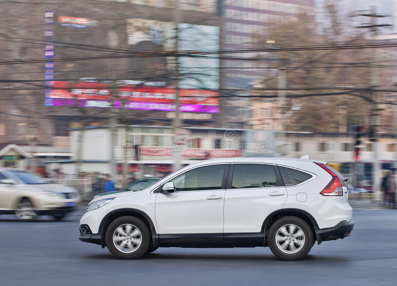 Honda SR-V SUV en el centro de ciudad ocupado, Pekín, China fotografía de archivo