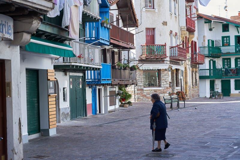 Hondarribia, pays Basque, Espagne ; 18-18-2019 rues de la belle ville Basque, avec son architecture colorée typique image stock