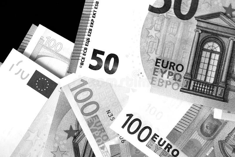 Honderd Vijftig euro bankbiljetten in zwart-witte stijl stock foto's
