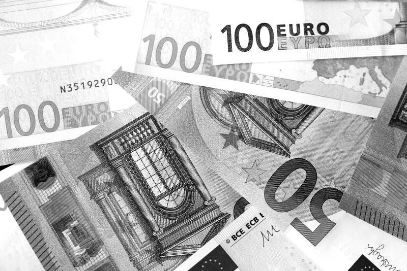 Honderd Vijftig euro bankbiljetten in zwart-witte stijl stock foto