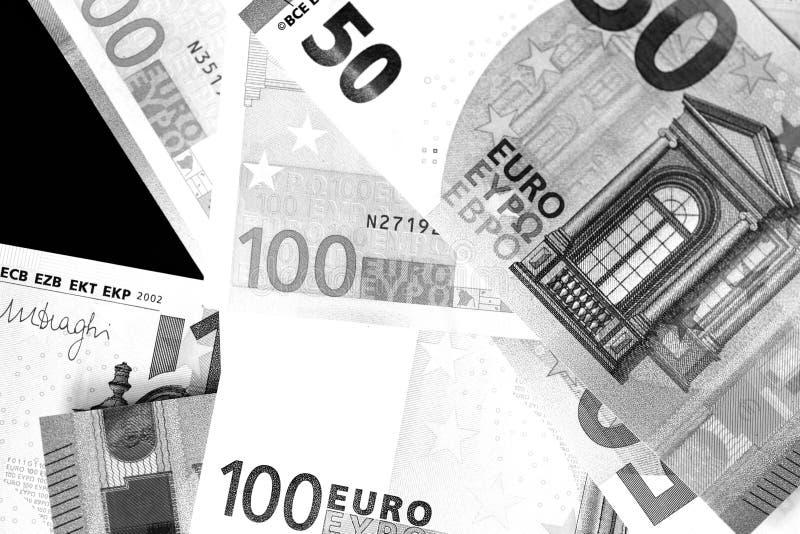 Honderd Vijftig euro bankbiljetten in zwart-witte stijl stock fotografie