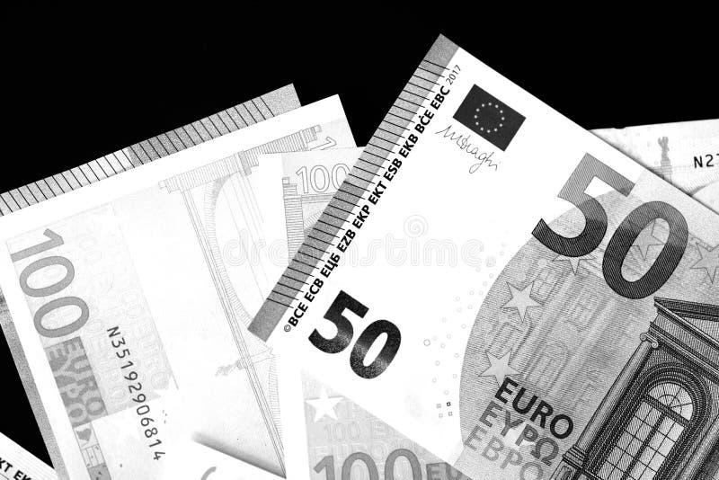 Honderd Vijftig euro bankbiljetten in zwart-witte stijl royalty-vrije stock fotografie