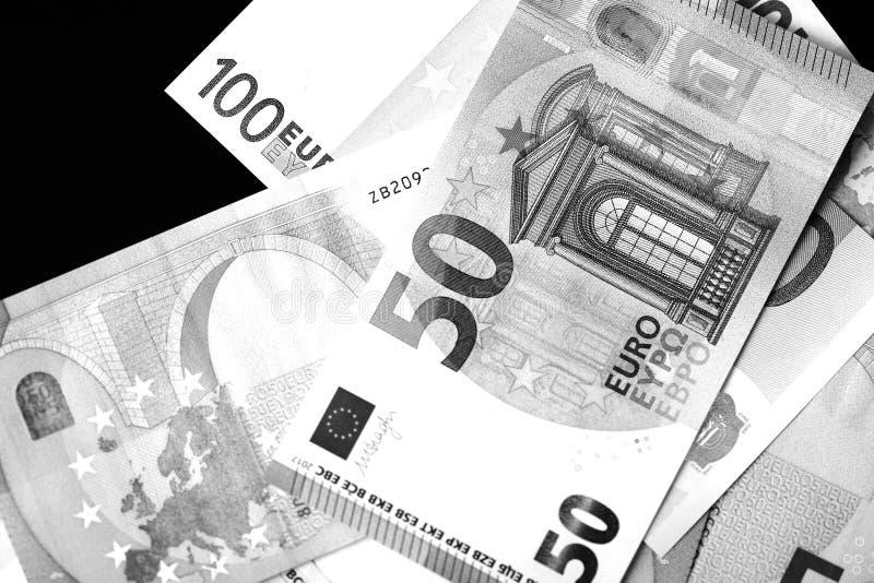 Honderd Vijftig euro bankbiljetten in zwart-witte stijl stock afbeeldingen