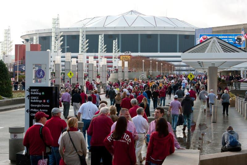 Honderden de Ventilatorsgang van Alabama naar Georgia Dome royalty-vrije stock foto