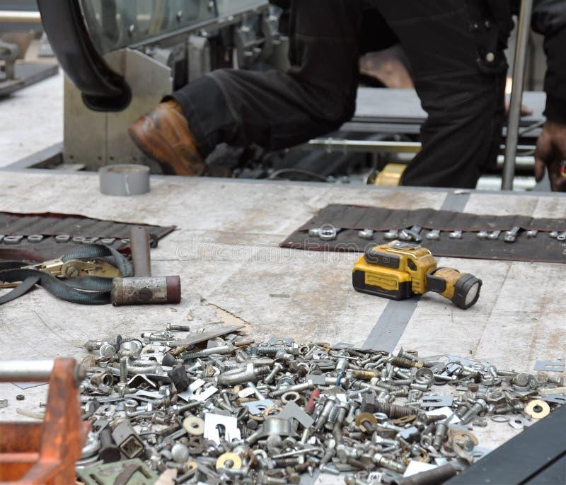 Honderden noten van bouten nodig voor reparatie royalty-vrije stock fotografie