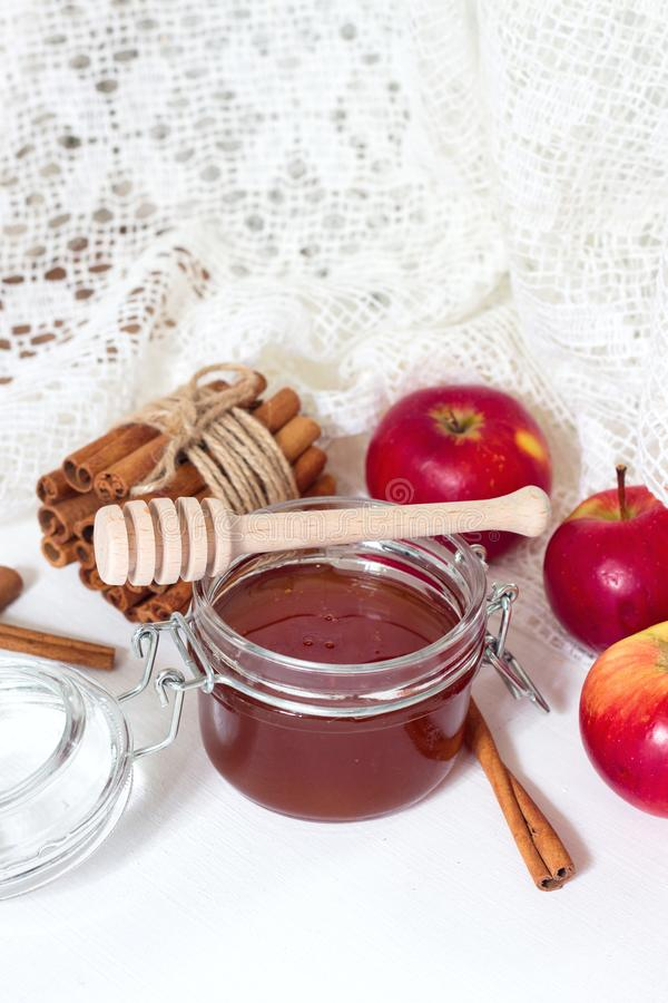Honey and apples and cinnamon on wooden table/ royalty free stock photos