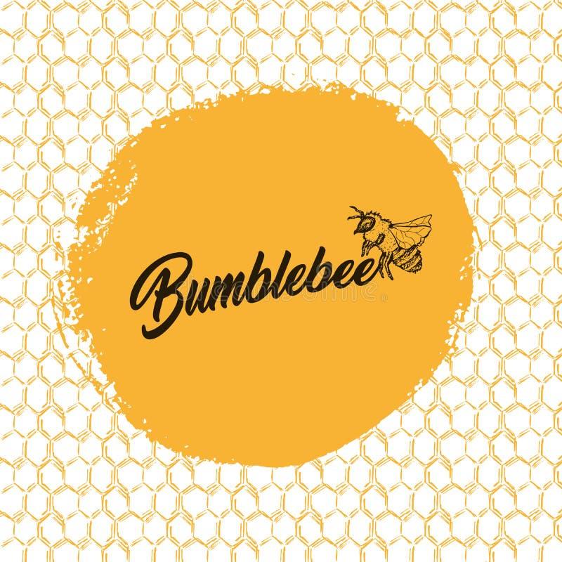 Honey Bee, schizzo Logo Design con il modello del favo Illustrazione isolata disegnata a mano d'annata illustrazione vettoriale