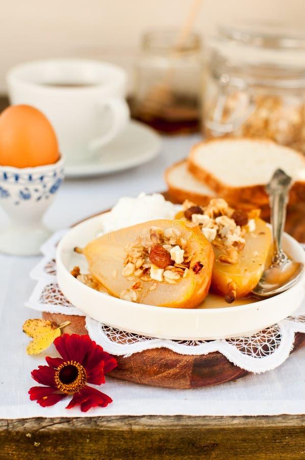 Download Honey Roast Pears Avec La Granola Et Le Yaourt Image stock - Image du baked, beurre: 76088421