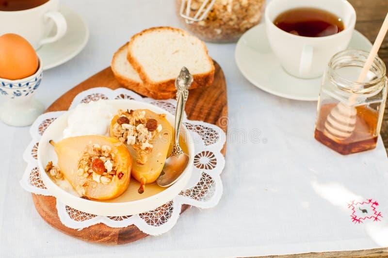 Download Honey Roast Pears Avec La Granola Et Le Yaourt Image stock - Image du avoine, poire: 76088545