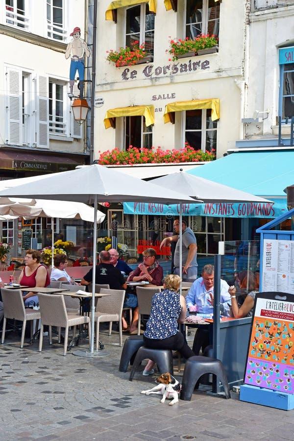 Honfleur, Франция - 18-ое августа 2016: живописный город в лете стоковое изображение