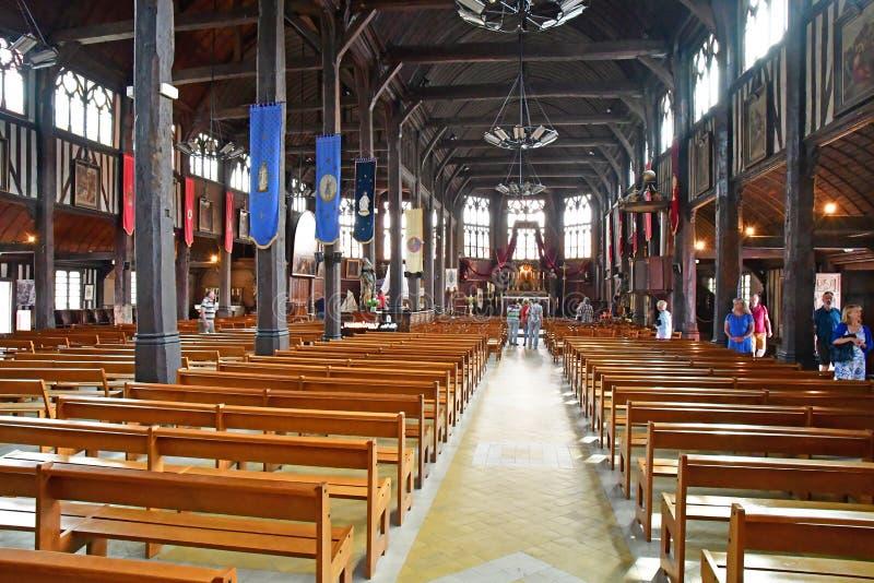 Honfleur, Франция - 18-ое августа 2016: Церковь Sainte Катрина стоковая фотография rf