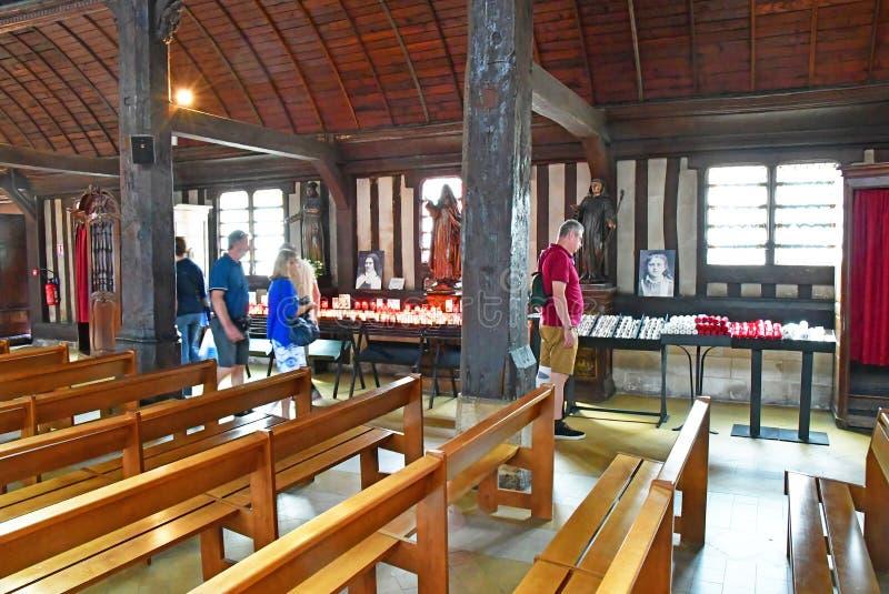 Honfleur, Франция - 18-ое августа 2016: Церковь Sainte Катрина стоковое фото rf