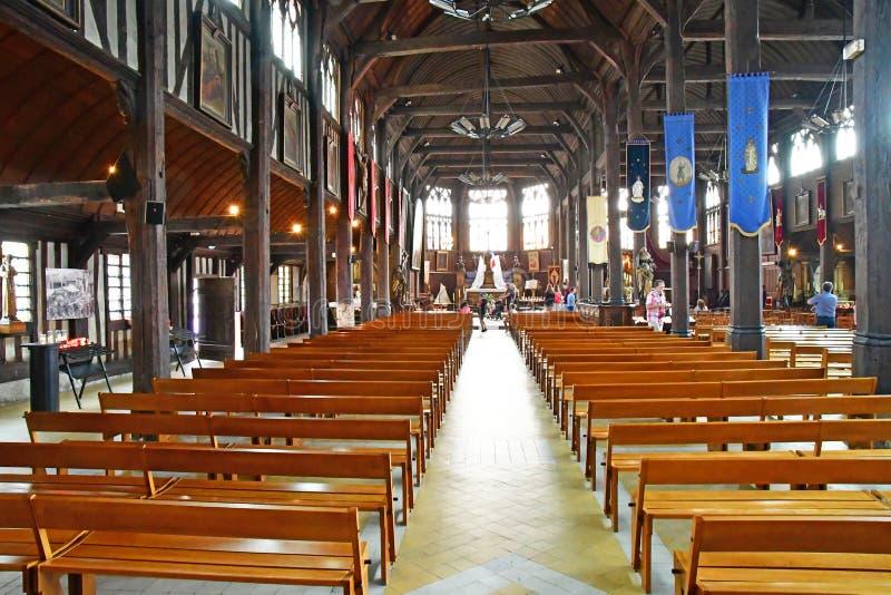 Honfleur, Франция - 18-ое августа 2016: Церковь Sainte Катрина стоковые изображения rf