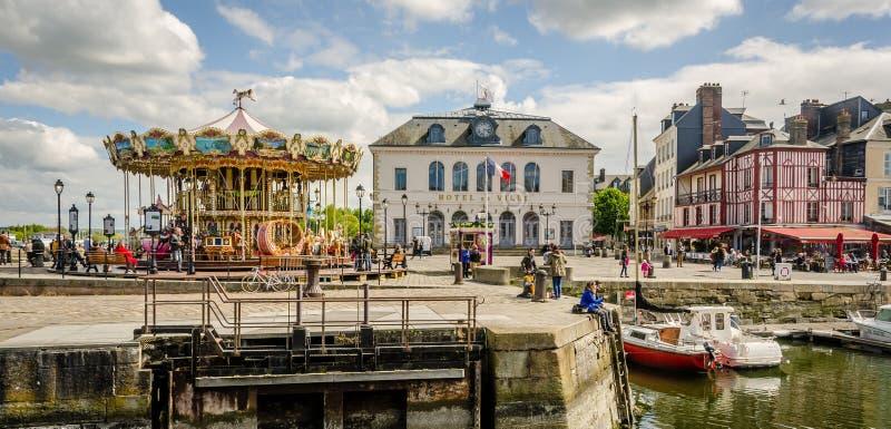Honfleur, de stad van Normandië in Frankrijk Carrousel en stadshotel royalty-vrije stock afbeeldingen