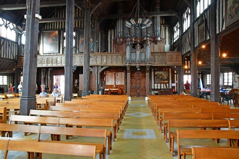 Honfleur Frankrike - august 18 2016: Sainte Catherine kyrka royaltyfri bild