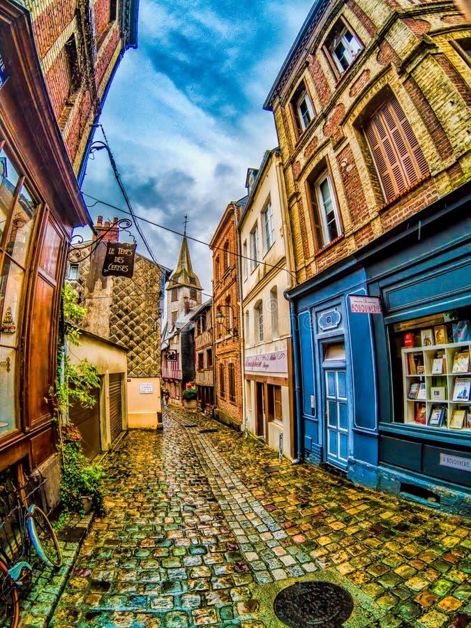 Honfleur Frankrike, gränd royaltyfri bild