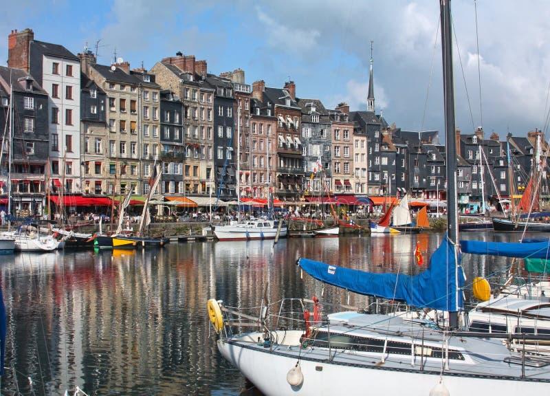 Honfleur hamn i Normandy. Frankrike. royaltyfri bild