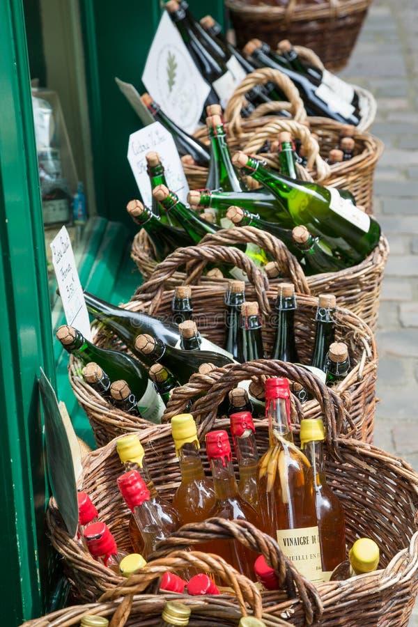 Honfleur Normandië mag 4de 2013: Een selectie van ciders bij een winkel royalty-vrije stock afbeeldingen