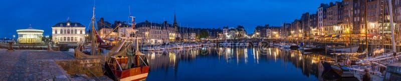 Honfleur Normandië mag 5de 2013: Panorama bij schemer van B stock foto's