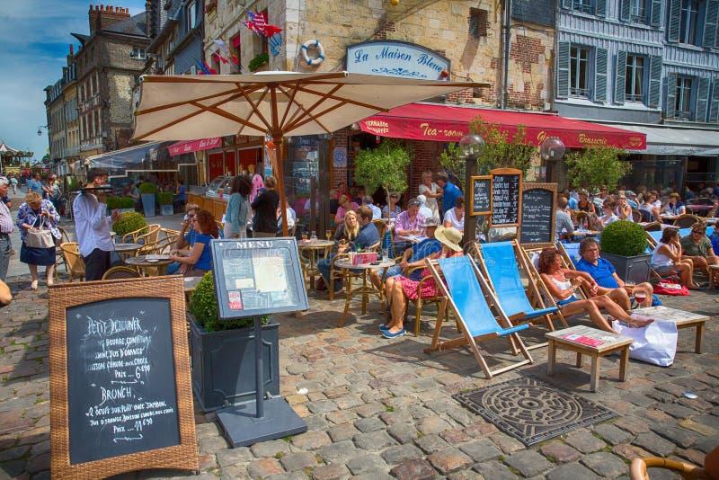 Honfleur restaurang, Normandie, Frankrike royaltyfri bild
