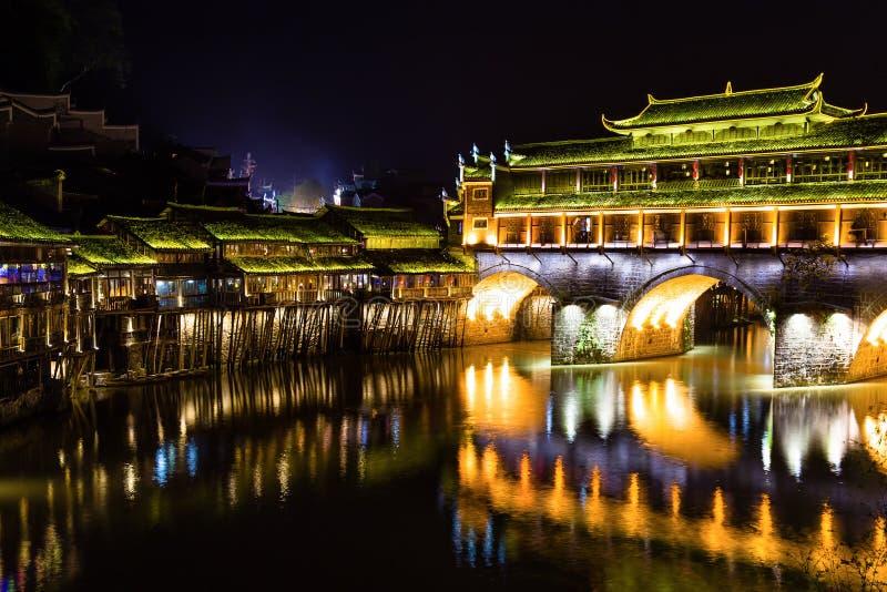 Hong Bridge bij nacht in de Oude stad van Fenghuang, de provincie van Hunan stock afbeeldingen