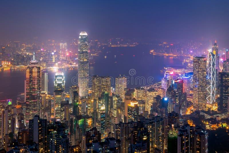 Hong kong śródmieście sławny pejzażu miejskiego widok Hong Kong linia horyzontu podczas mrocznego czasu fotografia royalty free