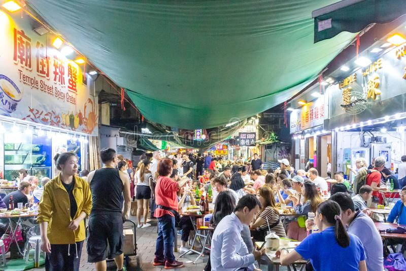 HONG KONG - Świątynna ulica: Mongkok nocy rynek obrazy royalty free