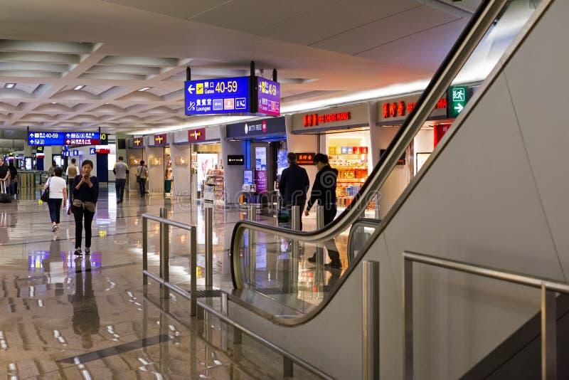 Hong Kong Airport Shops e escada rolante fotografia de stock royalty free