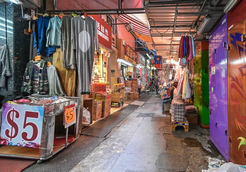 Hong Kong Alley Way Clothing marknad arkivbilder
