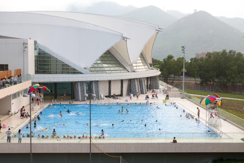 Offentlig simbassäng arkivbilder