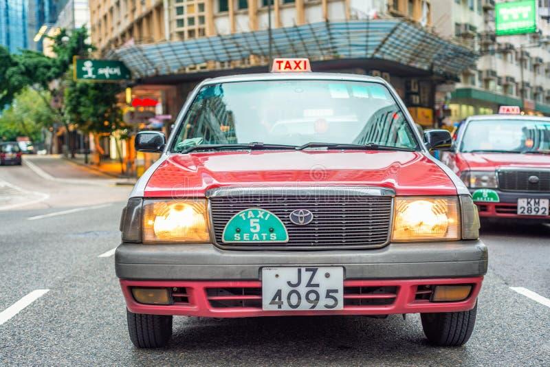HONG KONG - AVRIL 2014 : Taxis sur la rue en avril 2014 dans le chéri photo libre de droits