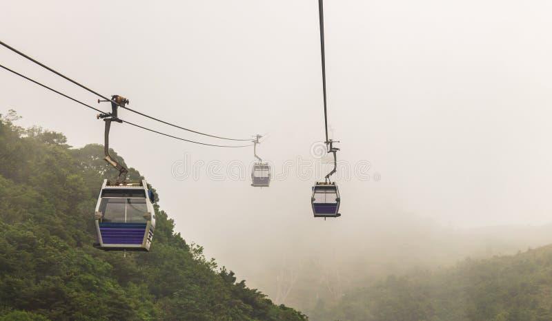 Hong Kong Cable Car nella foschia fotografia stock libera da diritti