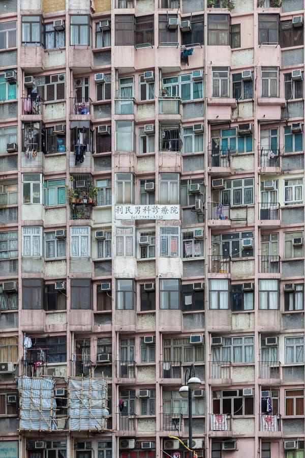HONG KONG CHINA/ASIA - FEBRUARI 29: Flerfamiljshus i Hong Kong arkivbilder