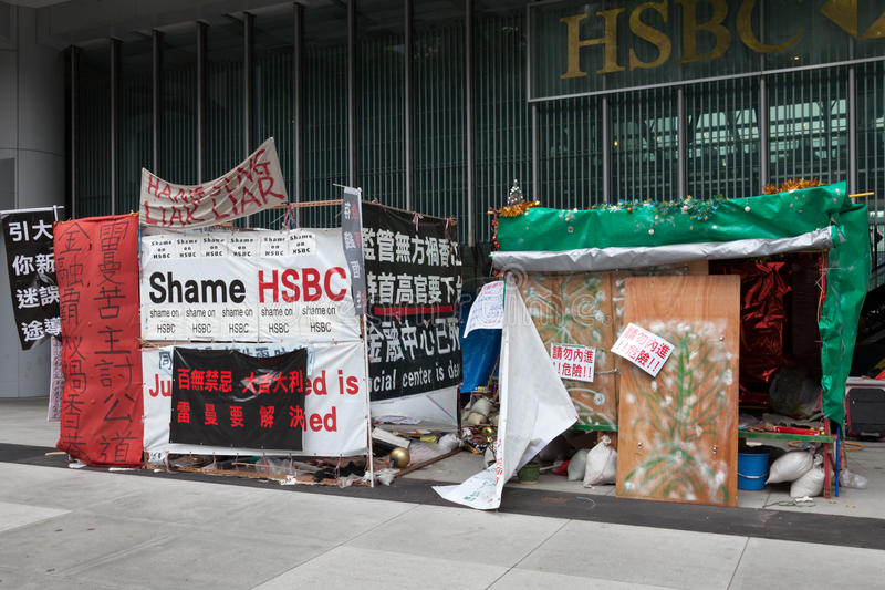 HONG KONG CHINA/ASIA - FEBRUARI 27: Protest utvändiga HSBC i Hon royaltyfria bilder