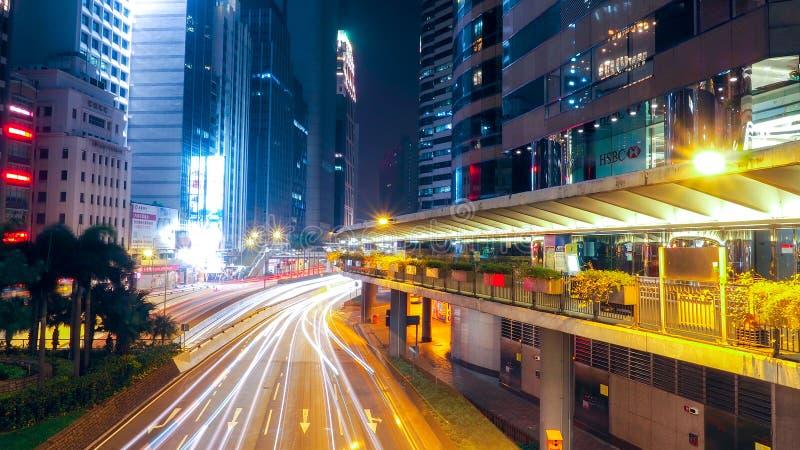 HONG KONG, CHINA - 10 DEC 2016: Ik drijf in de nacht handel Het gaat regenen: het onduidelijke beeld van voertuigen is auto's, za royalty-vrije stock fotografie
