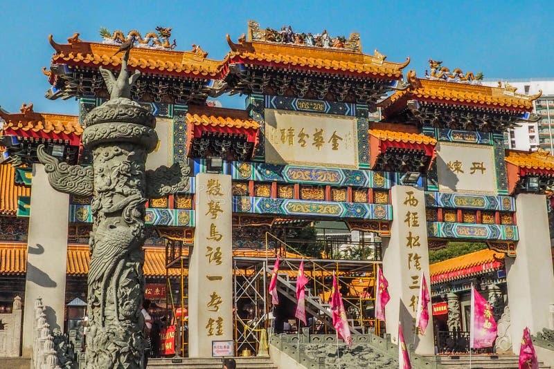 HONG KONG, CHINA - DEC 8,2016: Wong Tai Sin é uma deidade chinesa popular com o poder da cura Muitos turistas em todo o mundo imagens de stock
