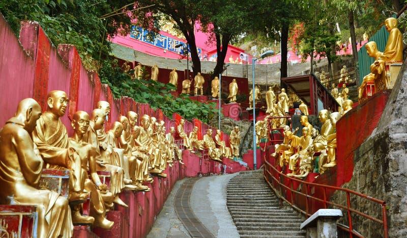 HONG KONG, CHINA - 13. MÄRZ: Buddha-Statuen-Zehntausend Buddhas-Kloster Hong Kong stockbilder