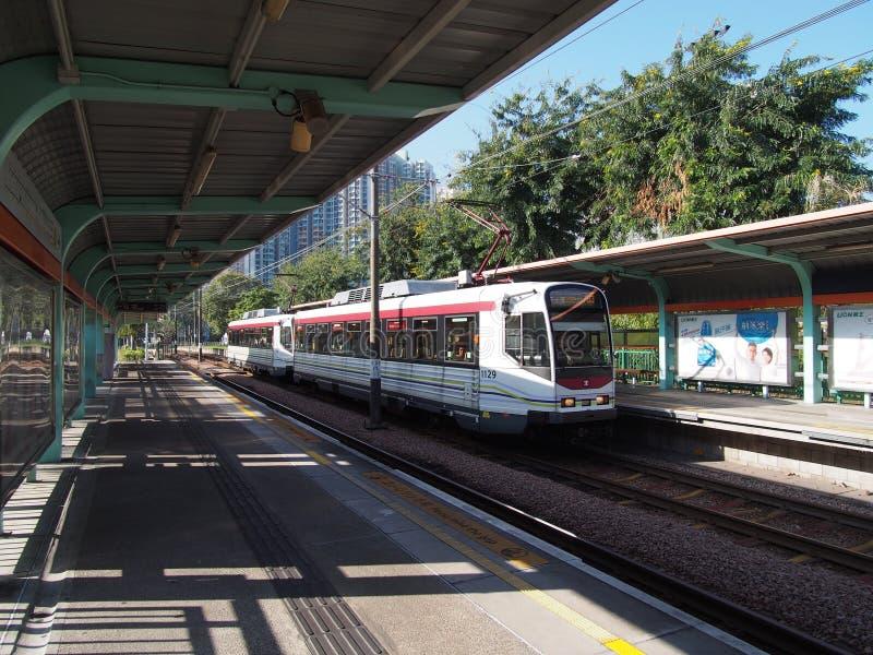 Hong Kong, China - 18. November 2015: LRT ist eine Stadtbahn, die von MTR Corporation, von dienendem Tuen Mun, von Yuen Long und  stockbilder