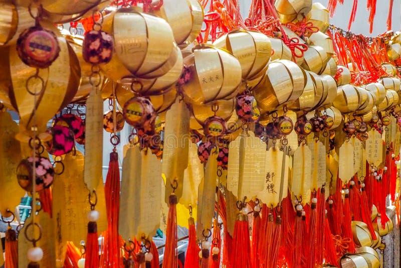Hong Kong, Chine-DEC 8,2016 : Le maket chinois calent vendant des souvenirs et des marchandises décoratives de chinois traditionn photos libres de droits