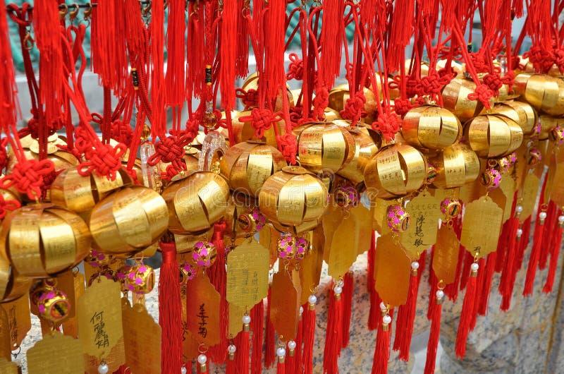 HONG KONG, CHINE - 13 MARS 2018 : Cloche sainte sur le mur pour le respect priant chez Wong Tai Sin Temple à l'île de Kowloon images libres de droits