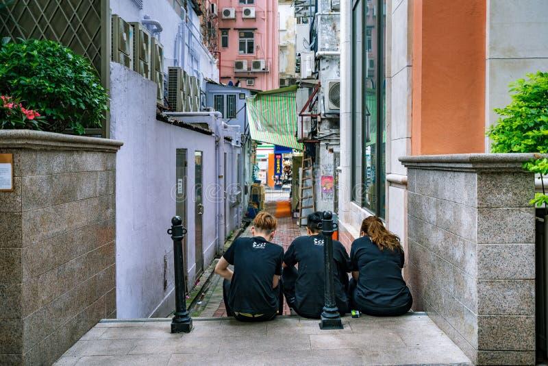 Hong Kong, Chine - travailleurs de restaurant sur une coupure images libres de droits
