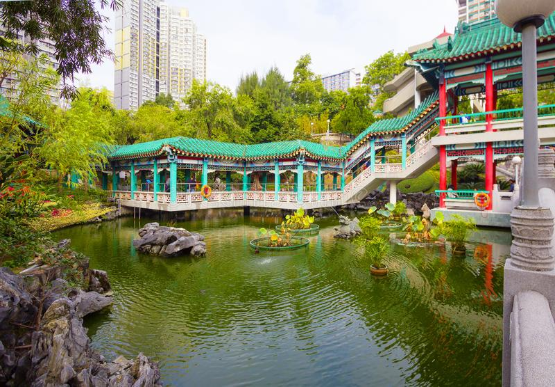 Hong Kong, Chiny, ogród dobrzy życzenia w świątynnym kompleksie Wong tai grzech fotografia royalty free