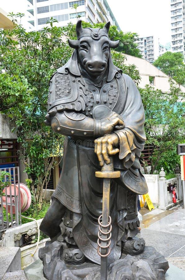 Hong Kong, Cina - 25 giugno 2014: Bue cinese Statu del bronzo dello zodiaco fotografia stock libera da diritti