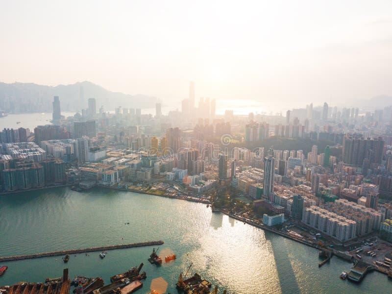 Hong Kong City à la vue aérienne dans le ciel photos libres de droits