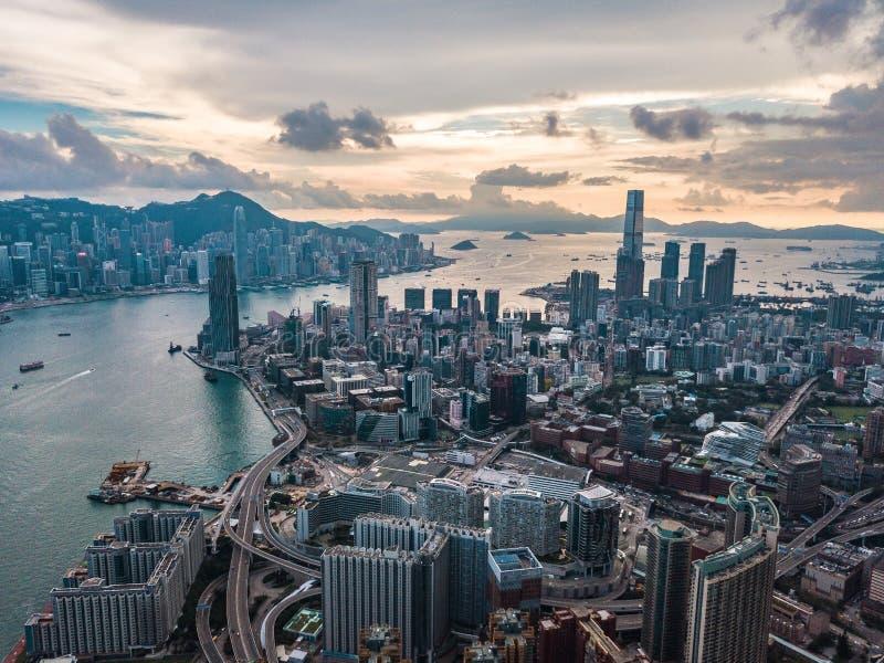Hong Kong City à la vue aérienne dans le ciel photographie stock