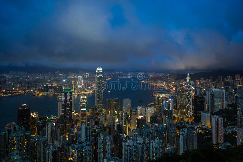 Hong Kong cityscape på natten royaltyfria bilder