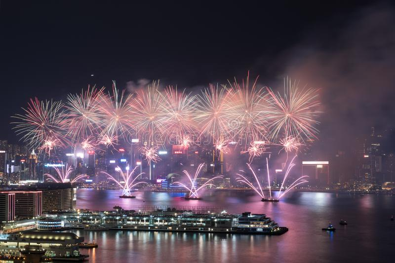 Hong Kong Colorful Firework in Victoria Harbour royalty-vrije stock afbeeldingen