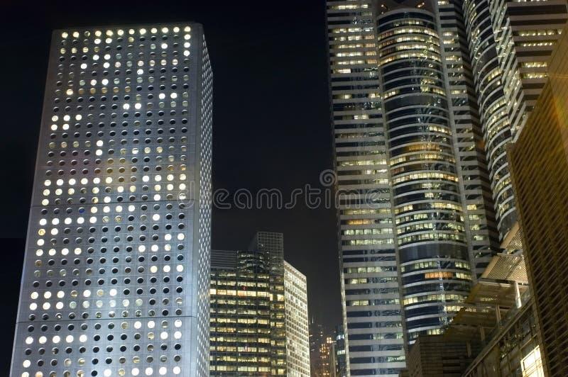Hong Kong - complexo de edifícios em a noite fotos de stock royalty free