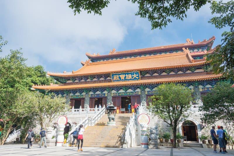 Hong Kong - 10 de dezembro de 2015: Po Lin Monastery um histórico famoso senta-se imagens de stock royalty free