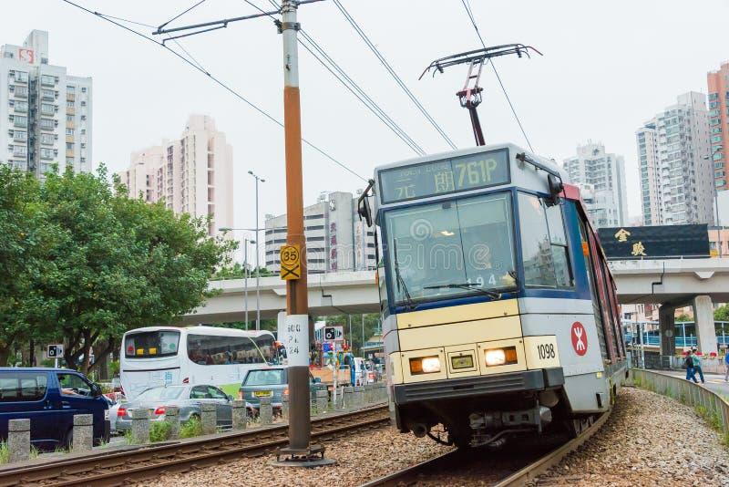 Hong Kong - 3 de dezembro de 2015: Trilho da luz de Hong Kong MTR O sistema op fotografia de stock